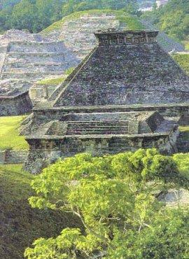 Zona Arqueologica Del Tajin / Papantla / Veracruz
